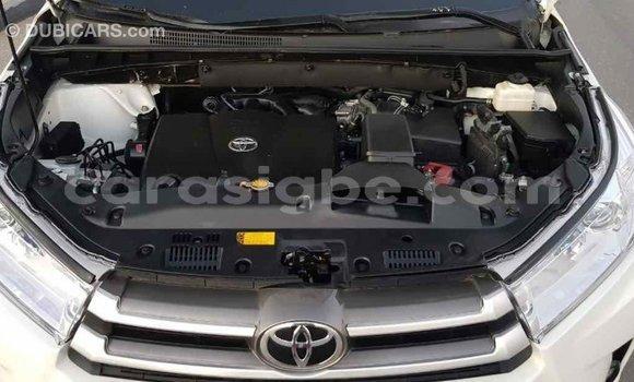 Acheter Importé Voiture Toyota Highlander Blanc à Import - Dubai, Togo