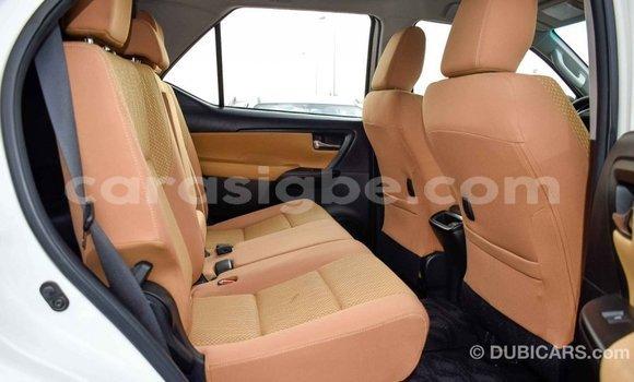 Acheter Importé Voiture Toyota Fortuner Blanc à Import - Dubai, Togo