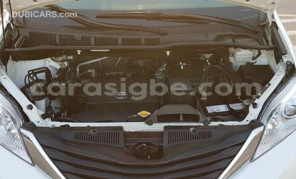 Acheter Importé Voiture Toyota Sienna Blanc à Import - Dubai, Togo