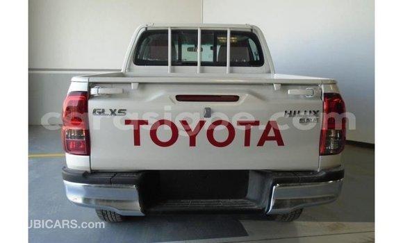 Acheter Importé Voiture Toyota Hilux Blanc à Import - Dubai, Togo