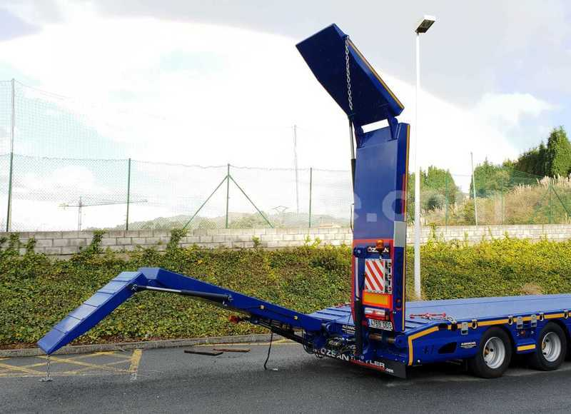 Big with watermark 3 axle lowbed ex fol ramps blue 22