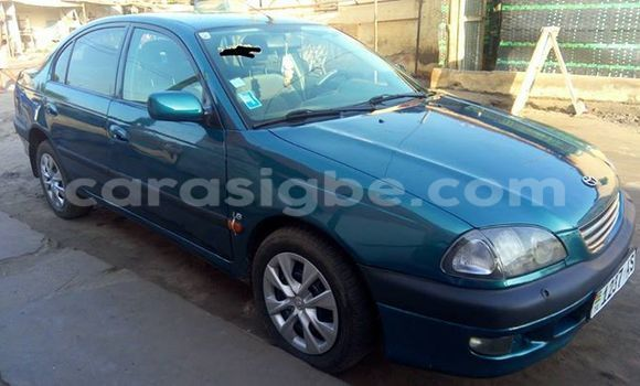 Acheter Occasions Voiture Toyota Avensis Vert à Lomé au Togo