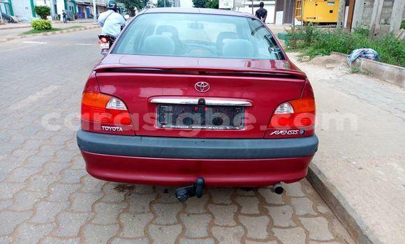 Acheter Occasion Voiture Toyota Avensis Rouge à Lomé au Togo