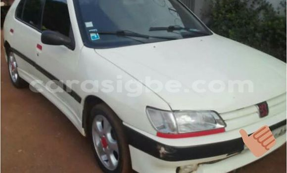 Acheter Occasion Voiture Peugeot 306 Blanc à Adawlato au Togo