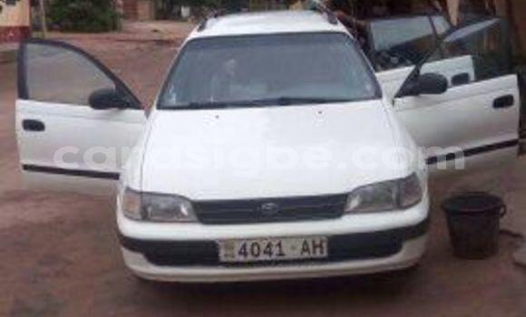 Acheter Occasion Voiture Toyota Carina Blanc à Adawlato, Togo