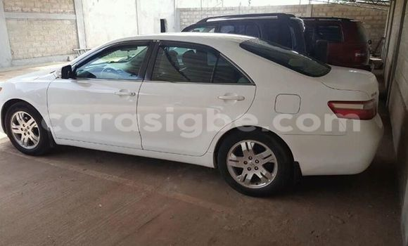 Acheter Occasions Voiture Toyota Camry Blanc à Adawlato au Togo