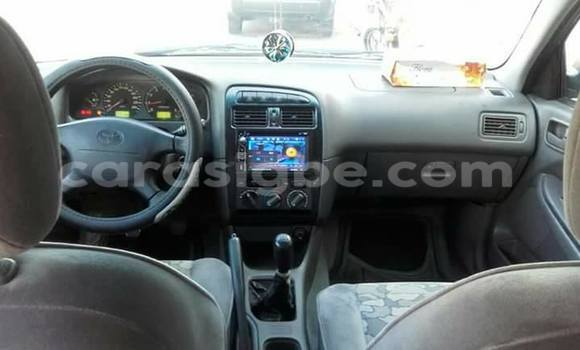 Acheter Occasions Voiture Toyota Avensis Rouge à Adawlato au Togo