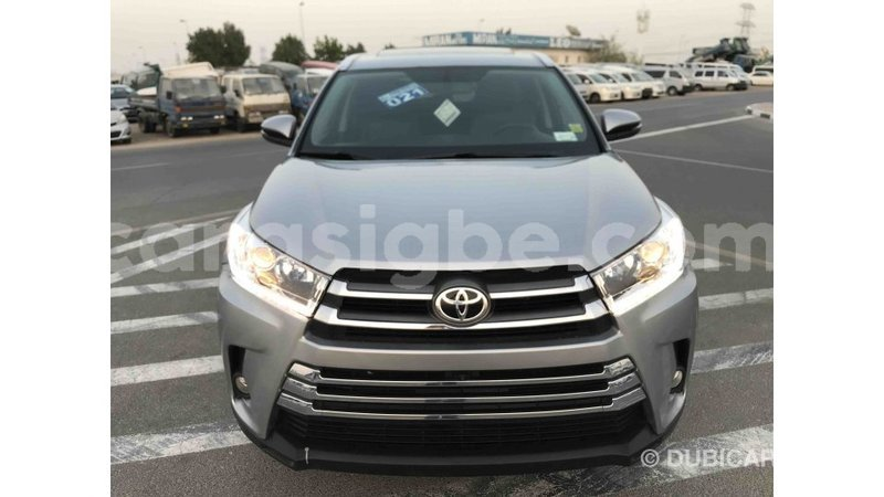 Big with watermark toyota highlander togo import dubai 4785