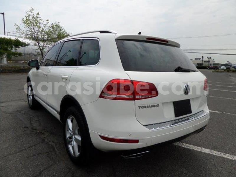 Big with watermark volkswagen touareg togo lom%c3%a9 4803