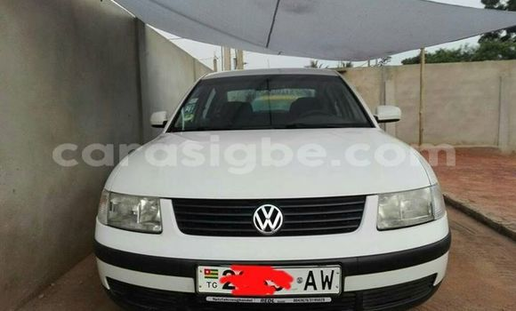 Acheter Occasion Voiture Volkswagen Passat Blanc à Adawlato au Togo