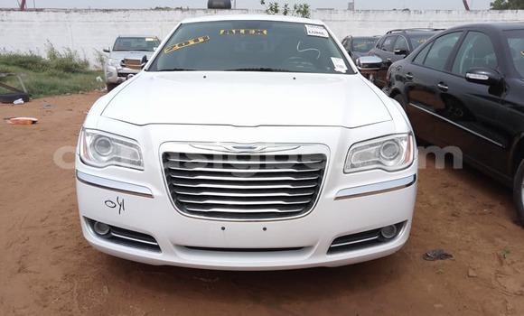 Acheter Occasion Voiture Chrysler 300 Blanc à Lomé au Togo