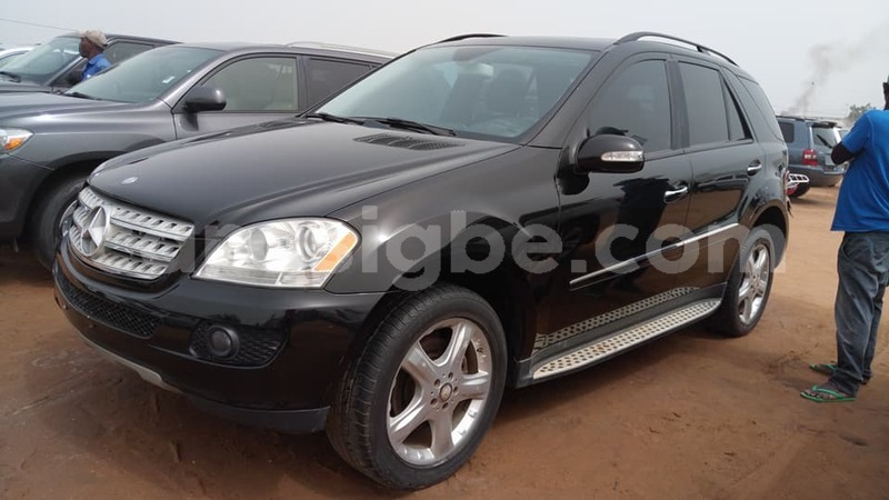 buy used mercedes benz ml class black car in lome in togo carasigbe. Black Bedroom Furniture Sets. Home Design Ideas