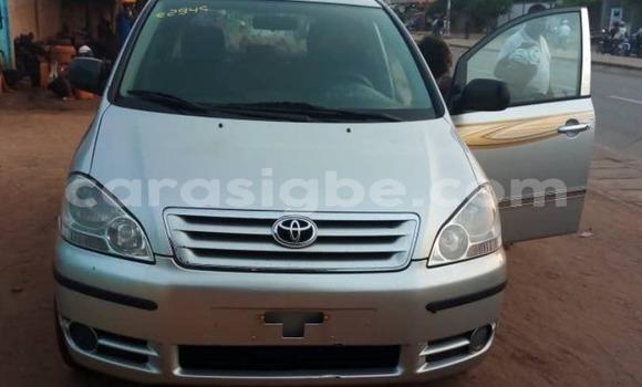 Acheter Occasion Voiture Toyota Avensis Gris à Lomé au Togo