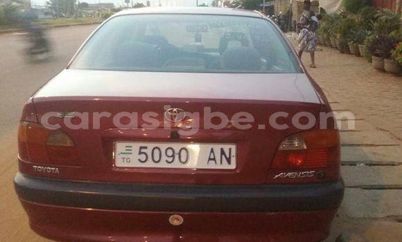 Acheter Occasion Voiture Toyota Avensis Rouge à Lomé, Togo