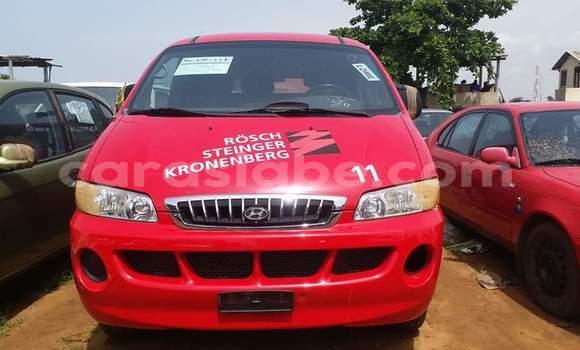 Acheter Occasion Voiture Hyundai H1 Rouge à Lomé au Togo