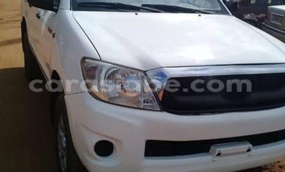 Acheter Occasions Voiture Toyota Hilux Blanc à Lomé au Maritime
