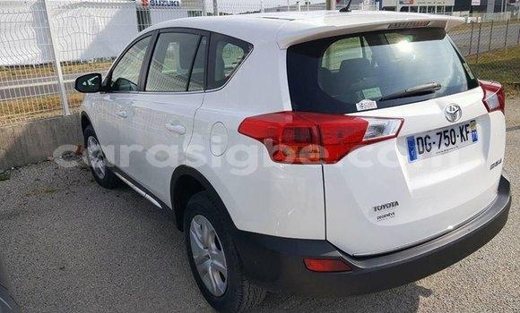 Acheter Occasions Voiture Toyota RAV4 Blanc à Lomé au Maritime