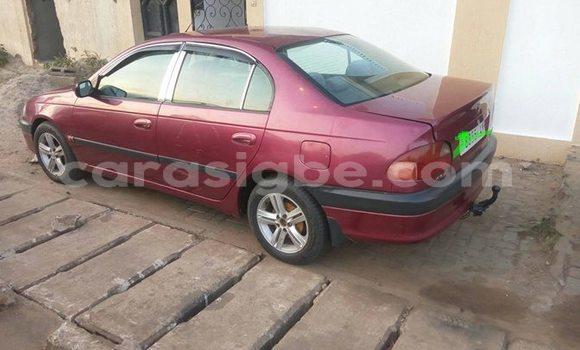 Acheter Occasion Voiture Toyota Avensis Rouge à Lomé, Maritime