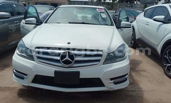 Acheter Importé Voiture Mercedes‒Benz C–Class Blanc à Lomé, Maritime